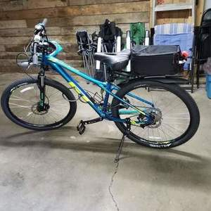 2017 GT Bicycles Avalanche Sport