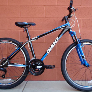 2015 Giant Revel 2 Black, Blue, and White