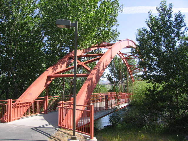 One of several motor vehicle-free bridges across the Boise River connecting both sides of the Boise Greenbelt. By Kenneth Freeman from Boise, Idaho